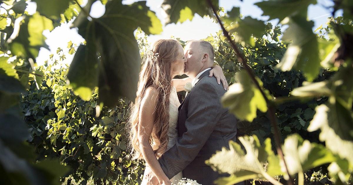 Kiss amongst the vineyards