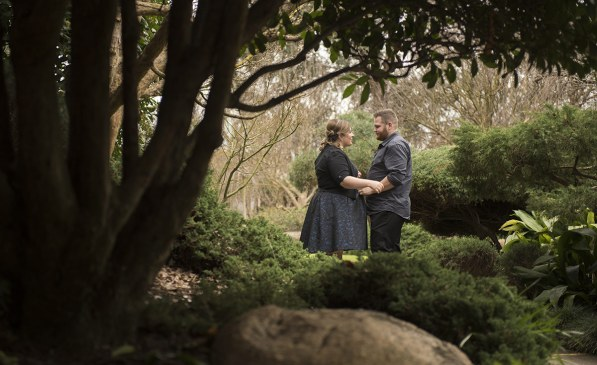Holding one another in Himeji gardens