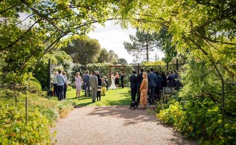 AlRu Farm wedding ceremony through arch