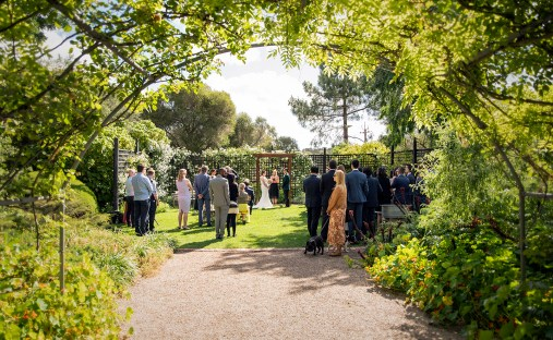 AlRu Farm wedding ceremony through arch