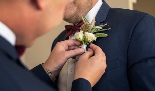 Putting on flowers