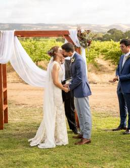 first kiss at Ekhidna wines
