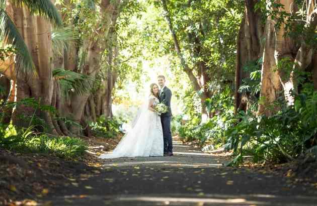 Wedding photo in the Adelaide Botanic Gardens