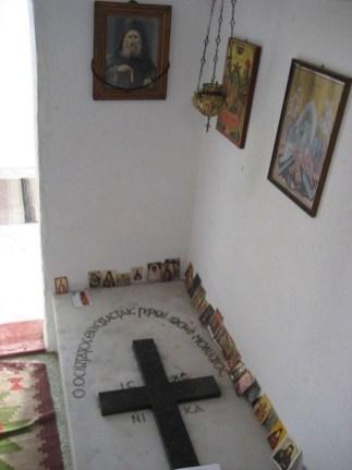 Novi Skit 112 - grob starca Josifa Isihaste 08
