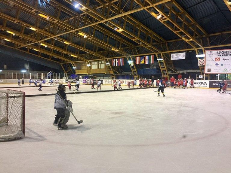 Света Србија помогла у организацији хокејашког турнира за децу