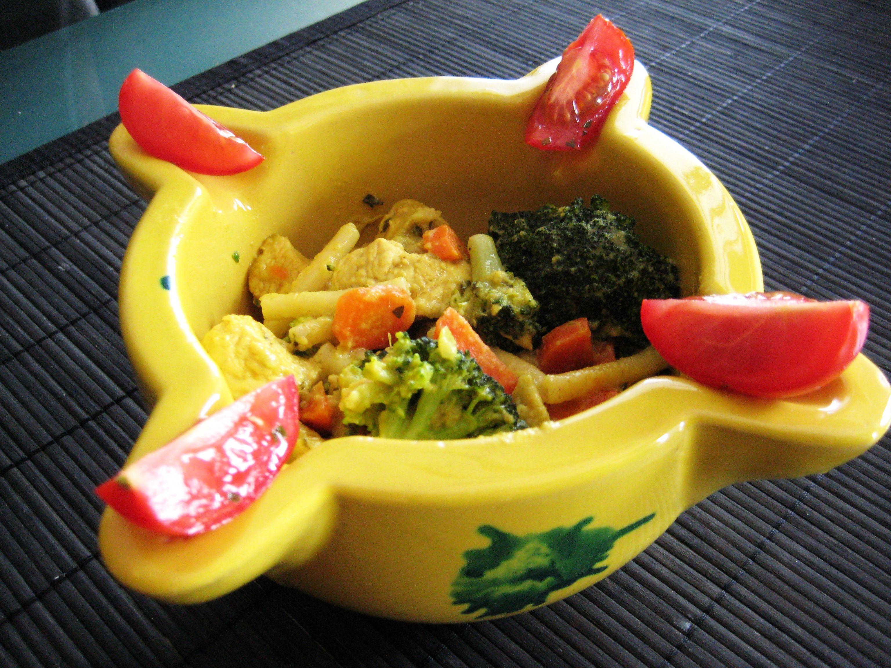 Currypfanne mit Nudeln, Putenfleisch und Wurzelgemüse