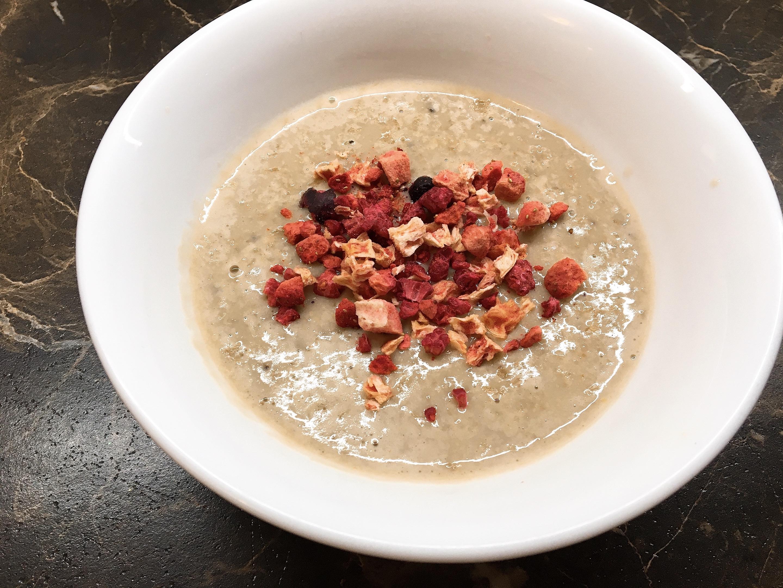 Porridge mit getrockneten Beeren
