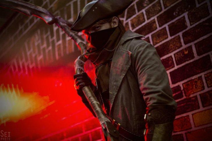 bloodborne_cosplay_by_svetliy_sudar-d9favi7