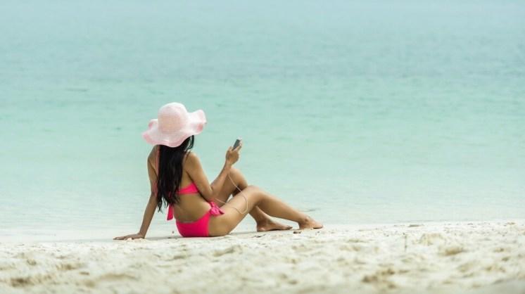 slečna na pláži
