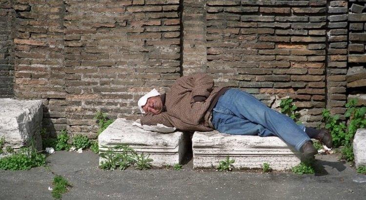 spánek na ulici