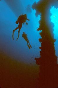 Potápěči uvraku lodi