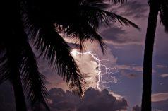 Blesky nad jezerem Maracaibo. Foto: Raúl Briceño / CC BY-SA