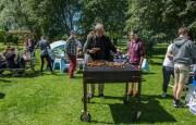 Grillmester Thor Ole Sanne i aksjon i sommerværet
