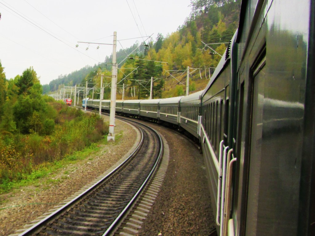 russia-train-potd-another-train-coming