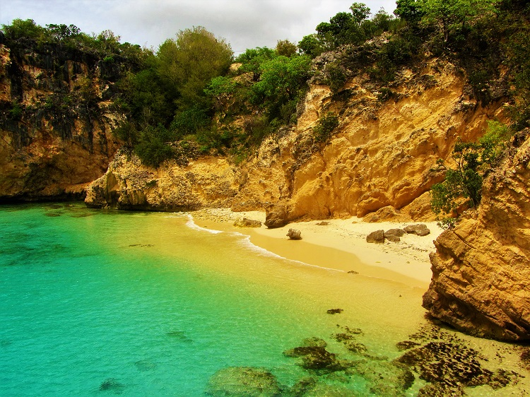 Anguilla travel guide - Little Bay