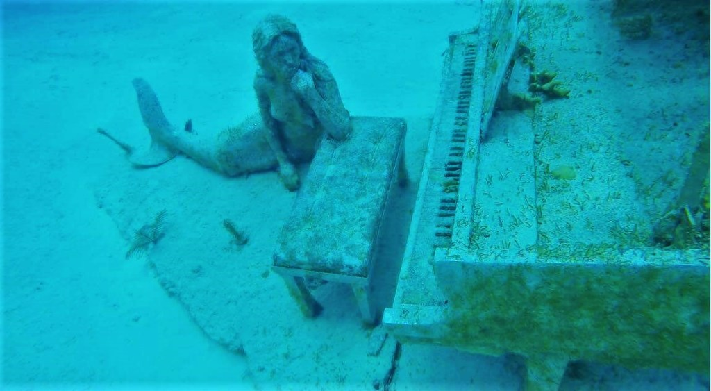 Mermaid and piano