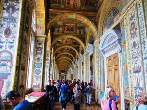 russia-st-petersburg-2-winter-palace-hallway