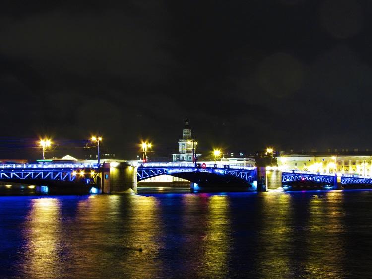 russia-st-petersburg-potd-night-of-a-bridge