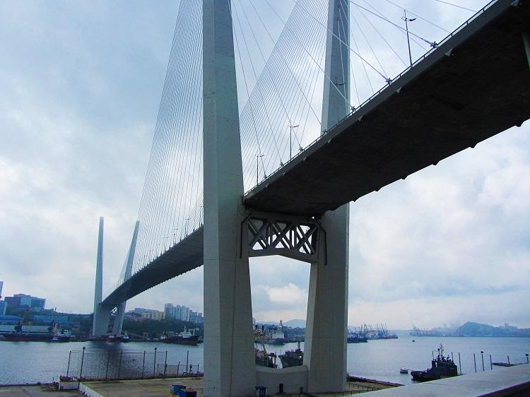 russia-vladivostok-bridge
