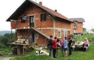 Manjaca 07 Kuca porodice Gajic sada je puna gosti foto Milan Pilipovic