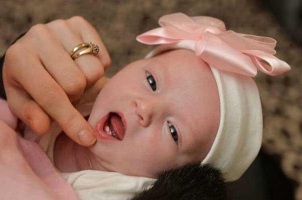 бебе-със-зъби
