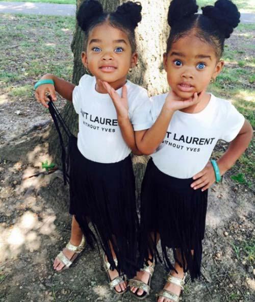 красиви-близначки