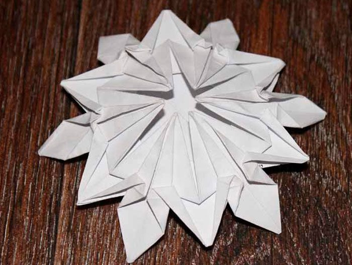 Оригамидегі снежинкалар