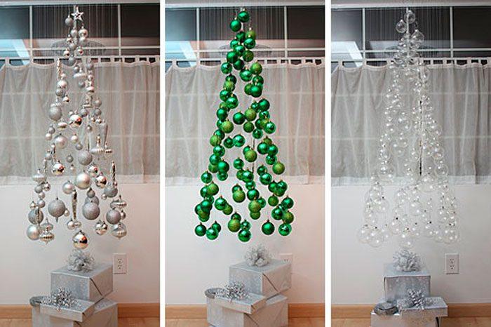 Flydende juletræ lavet af bolde