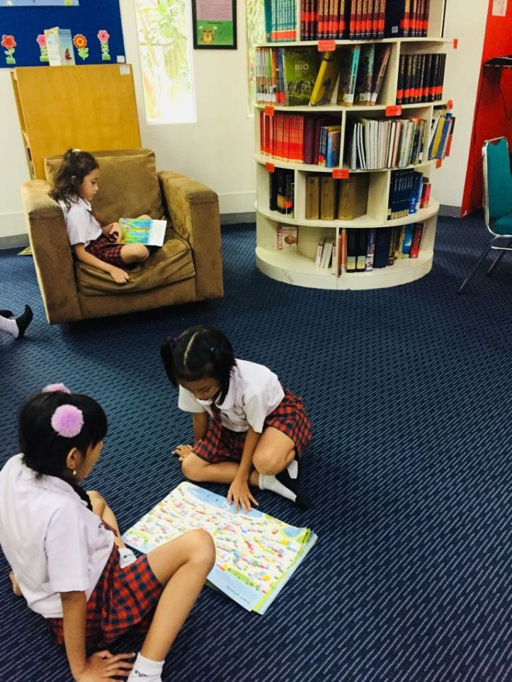 Library reading3