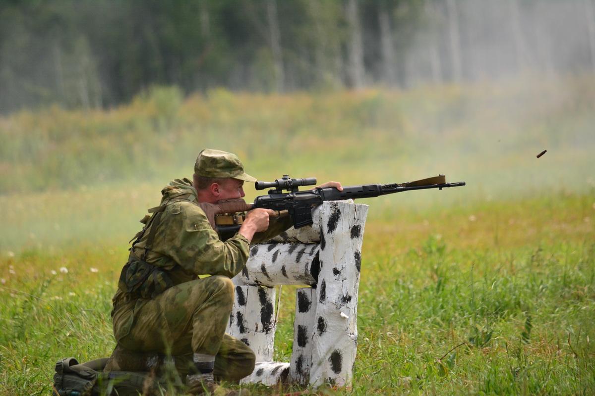 «Без права на ошибку»: разведчики показали навыки преодоления минного поля на конкурсе в Сибири