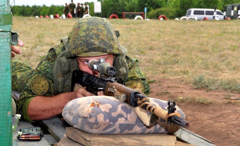 Хладнокровие и расчет: определена лучшая снайперская команда в армии России