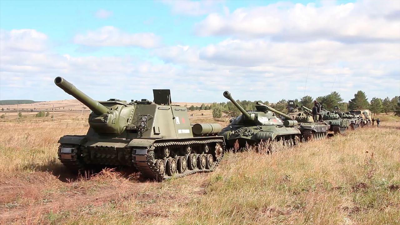 Пилотирование Т-34, ИС, КВ и современных Т-72Б3М показали на полигоне ЦВО под Челябинском