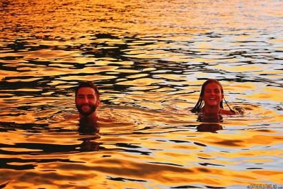 #Roca Bajo Cove_Brits in a sea of gold