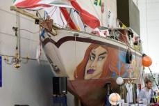 """Mal ein """"echtes"""" Boots zwischen dem ganzen Hochglanz-Plastik"""