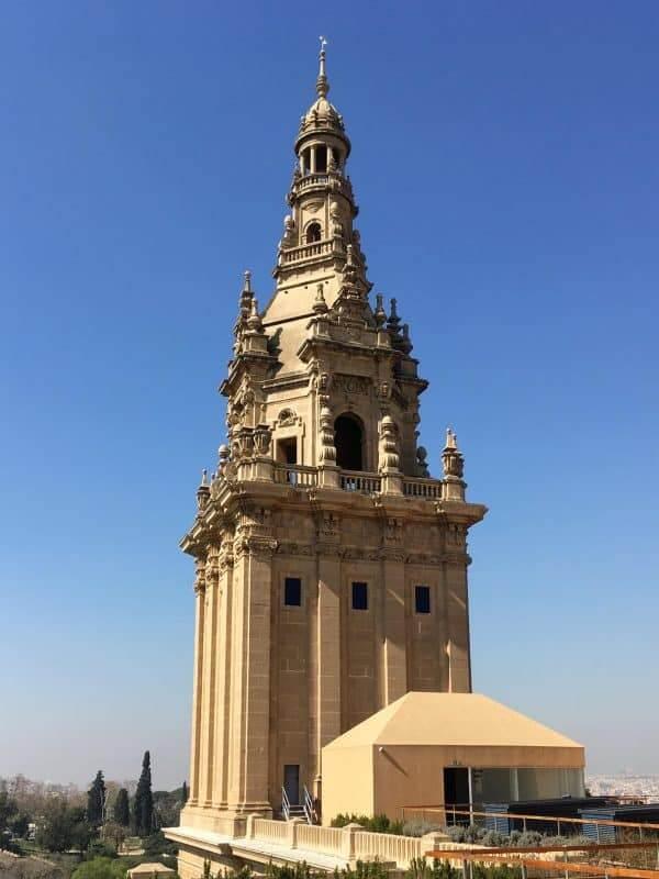 MNAC, Großer Turm auf dem Dach