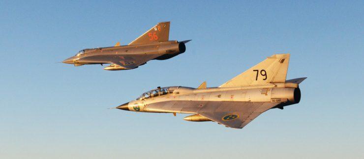 J35 och SK35 Draken rote i solen