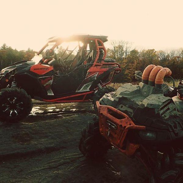#maverickxmr vs #highlifter1000 Two top notch machines #trailside having a #beer #swampdonkeys