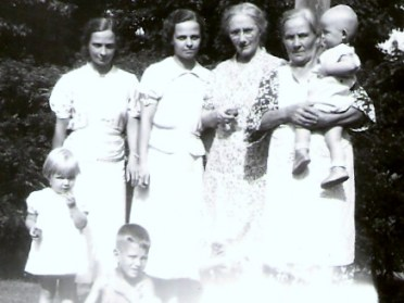 Aggie, Aunt Jay, unknown and Grandma Mattson