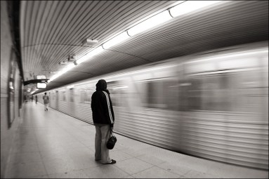 girl_in_blank_subway_dundas