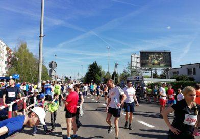 Przed startem… i na mecie –  Bieg 10 km Szpot – Swarzędz