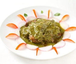 Hare Masale Ka Mutton Korma - Mutton cooked in greens and spices