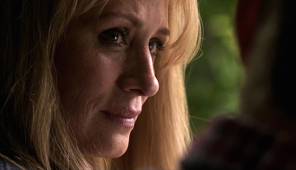 4-supernatural-season-twelve-episode-one-s12e1-keep-calm-and-carry-on-mary-winchester-samantha-smith
