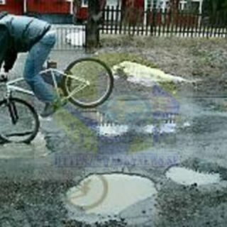 الشوارع الداخلية في السويد مُحفّرة وطرقاتها مُكسّرة