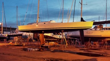 Shallow canoe body and deep fin keel with ballast at the tip © Boomer Depp
