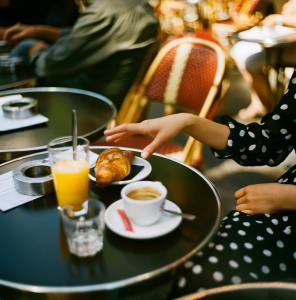 girl sitting in front of a café in Paris