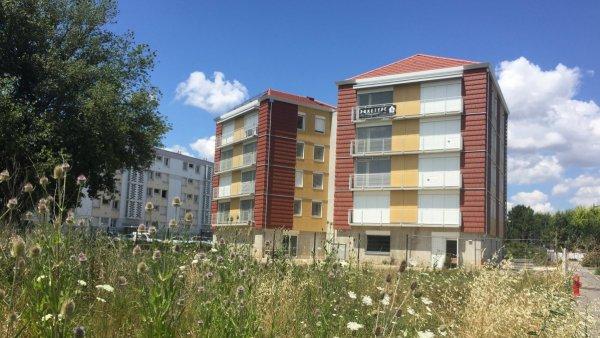 Une photographie des immeubles jumeaux du projet Chamarel