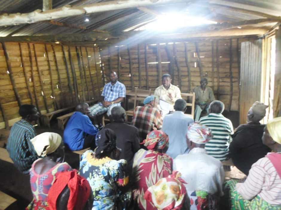 Réunion de travail avec les seniors de Kavumo