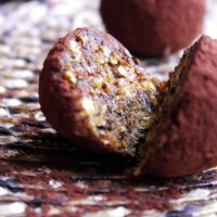Dietetyczne trufle daktylowe /  Diet date-truffles