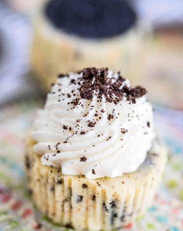 Easy Homemade Mini Oreo Cheesecakes