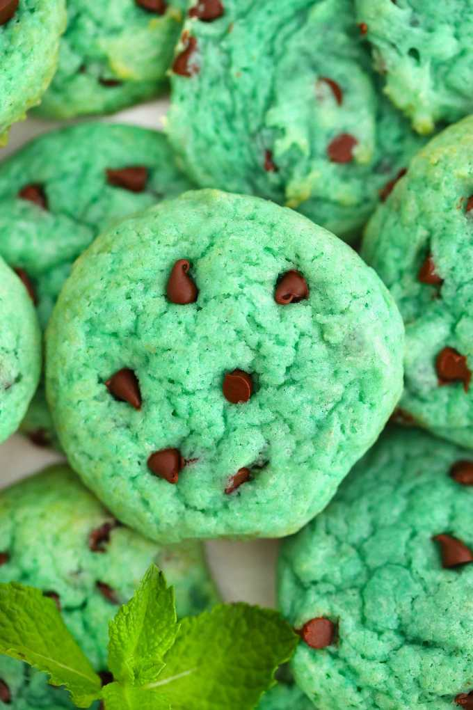 Pudding Mint Chocolate Chip Cookies are gooey, flavorful, and fun, this fun-colored dessert is perfect for the holidays and family get-togethers!  #cookies #christmascookies #stpatrickday #stpatrick #greendesserts #sweetandsavorymeals
